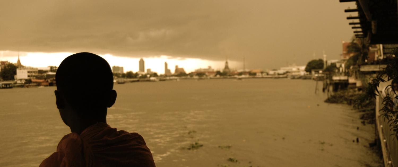 Photo d'une personne devant le Mekong